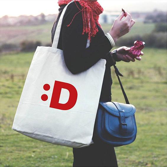 dusseldorf_brand_identity_elements_bag